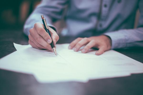 Vertragsverlängerung und Vertragswechsel bestimmen mit Finanzmining