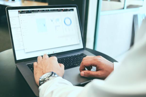 Finanzdarstellungen und KPIs mit Finanzmining